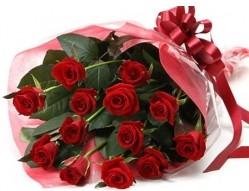 İstanbul Ümraniye anneler günü çiçek yolla  10 adet kipkirmizi güllerden buket tanzimi