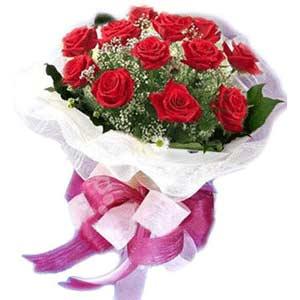 İstanbul Ümraniye çiçek satışı  11 adet kırmızı güllerden buket modeli