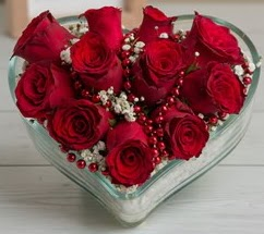 Kalp içerisinde 7 adet kırmızı gül  İstanbul Ümraniye çiçekçi telefonları