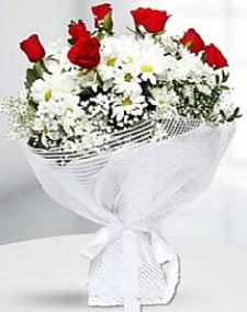 7 kırmızı gül ve papatyalar buketi  İstanbul Ümraniye internetten çiçek satışı