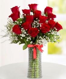 10 kırmızı gül cam vazo içerisinde  İstanbul Ümraniye hediye çiçek yolla