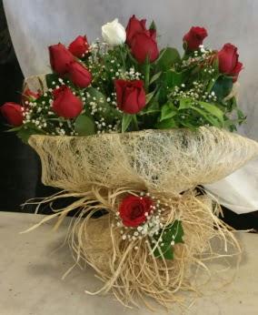 Kız isteme çiçeği 20 kırmızı 1 beyaz  İstanbul Ümraniye çiçek siparişi sitesi