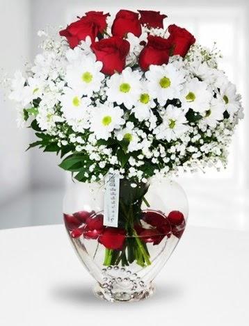 Kalp camda 7 gül kır çiçeği süper görsellik  İstanbul Ümraniye çiçek yolla