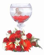 İstanbul Ümraniye 14 şubat sevgililer günü çiçek  Kadehte estetik aranjman