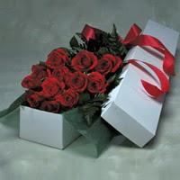 İstanbul Ümraniye online çiçek gönderme sipariş  11 adet gülden kutu