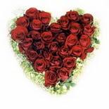 kalp biçiminde 15 gülden   İstanbul Ümraniye güvenli kaliteli hızlı çiçek