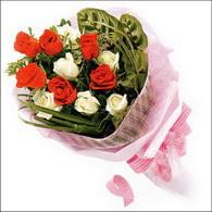 5 kirmizi 5 beyaz güllerden   İstanbul Ümraniye online çiçek gönderme sipariş