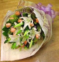 İstanbul Ümraniye internetten çiçek satışı  11 ADET GÜL VE 1 ADET KAZABLANKA