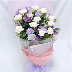 İstanbul Ümraniye internetten çiçek satışı  BEYAZ GÜLLER VE KIR ÇIÇEKLERIS BUKETI
