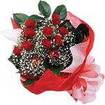 İstanbul Ümraniye internetten çiçek satışı  KIRMIZI AMBALAJ BUKETINDE 12 ADET GÜL