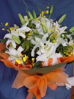 İstanbul Ümraniye internetten çiçek satışı  5 ADET KAZABLANKA BUKETI KALITEDEN SASMAYANLARA