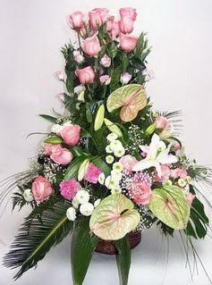 İstanbul Ümraniye ucuz çiçek gönder  özel üstü süper aranjman