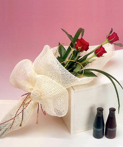 3 adet kalite gül sade ve sik halde bir tanzim  İstanbul Ümraniye internetten çiçek siparişi