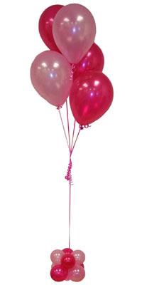 Sevdiklerinize 17 adet uçan balon demeti yollayin.  İstanbul Ümraniye çiçekçi mağazası