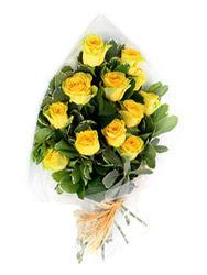 İstanbul Ümraniye güvenli kaliteli hızlı çiçek  12 li sari gül buketi.