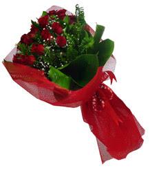 İstanbul Ümraniye çiçek gönderme sitemiz güvenlidir  10 adet kirmizi gül demeti