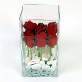 İstanbul Ümraniye çiçekçiler  7 adet kirmizi gül cam yada mika vazo içinde