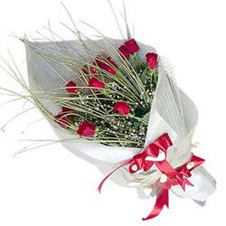 İstanbul Ümraniye yurtiçi ve yurtdışı çiçek siparişi  11 adet kirmizi gül buket- Her gönderim için ideal
