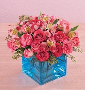 İstanbul Ümraniye online çiçek gönderme sipariş  13 adet kirmizi gül ve cam yada mika vazo