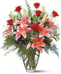 İstanbul Ümraniye 14 şubat sevgililer günü çiçek  7 adet kirmizi gül 3 adet kazablanka