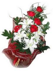 İstanbul Ümraniye kaliteli taze ve ucuz çiçekler  5 adet kirmizi gül 1 adet kazablanka çiçegi buketi