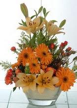 İstanbul Ümraniye çiçek servisi , çiçekçi adresleri  cam yada mika vazo içinde karisik mevsim çiçekleri