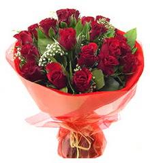 İstanbul Ümraniye anneler günü çiçek yolla  11 adet kimizi gülün ihtisami buket modeli