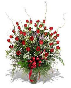 İstanbul Ümraniye çiçek siparişi sitesi  33 adet kirmizi gül vazo içerisinde