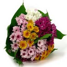 İstanbul Ümraniye çiçekçi telefonları  Karisik kir çiçekleri demeti herkeze
