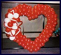 Kirmizi kalp biçiminde balon tanzimi  İstanbul Ümraniye çiçek gönderme
