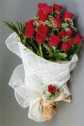 10 adet kirmizi güllerden buket çiçegi  İstanbul Ümraniye yurtiçi ve yurtdışı çiçek siparişi