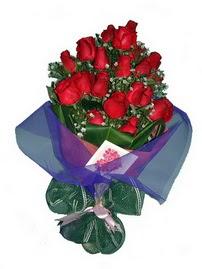 12 adet kirmizi gül buketi  İstanbul Ümraniye online çiçek gönderme sipariş
