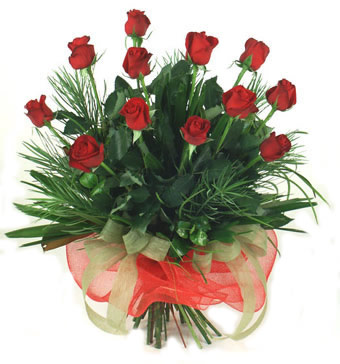 Çiçek yolla 12 adet kirmizi gül buketi  İstanbul Ümraniye güvenli kaliteli hızlı çiçek