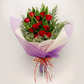 çiçekçi dükkanindan 11 adet gül buket  İstanbul Ümraniye çiçekçi mağazası