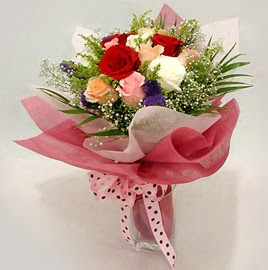 Karisik renklerde 11 adet gül buketi  İstanbul Ümraniye çiçek gönderme