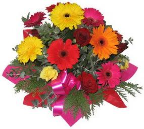 Karisik mevsim çiçeklerinden buket  İstanbul Ümraniye hediye sevgilime hediye çiçek