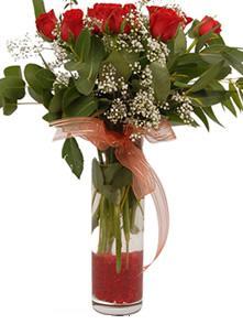 İstanbul Ümraniye uluslararası çiçek gönderme  11 adet kirmizi gül vazo çiçegi