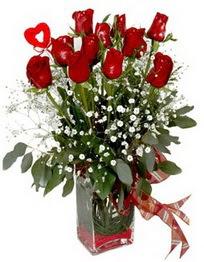 İstanbul Ümraniye çiçek siparişi vermek  9 adet mika yada cam vazoda gül tanzimi kalp çubuk