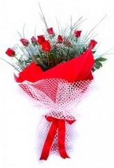 İstanbul Ümraniye İnternetten çiçek siparişi  9 adet kirmizi gül buketi demeti
