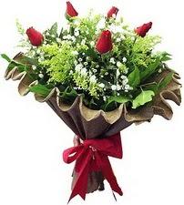 İstanbul Ümraniye online çiçek gönderme sipariş  5 adet kirmizi gül buketi demeti
