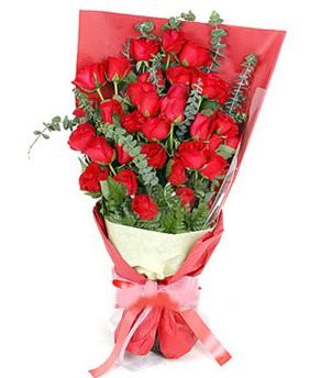 İstanbul Ümraniye çiçek gönderme  37 adet kırmızı güllerden buket