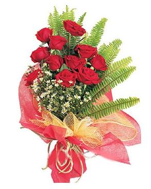 İstanbul Ümraniye İnternetten çiçek siparişi  11 adet kırmızı güllerden buket modeli