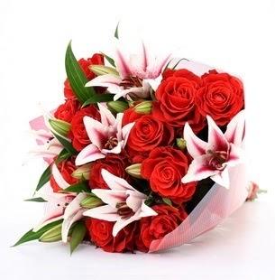 İstanbul Ümraniye çiçek siparişi vermek  3 dal kazablanka ve 11 adet kırmızı gül
