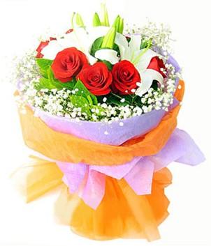 İstanbul Ümraniye çiçek gönderme sitemiz güvenlidir  1 dal kazablanka 7 adet kırmızı gül buketi