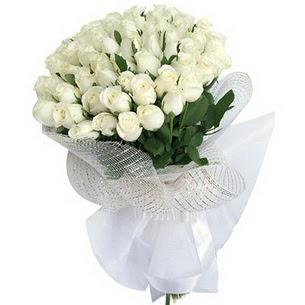 İstanbul Ümraniye kaliteli taze ve ucuz çiçekler  51 adet beyaz gülden buket tanzimi