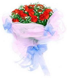 İstanbul Ümraniye çiçek siparişi sitesi  11 adet kırmızı güllerden buket modeli