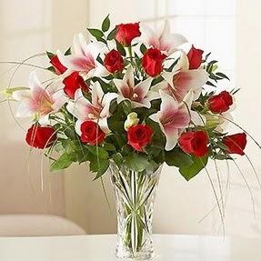 İstanbul Ümraniye çiçek mağazası , çiçekçi adresleri  12 adet kırmızı gül 1 dal kazablanka çiçeği