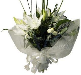 İstanbul Ümraniye çiçekçi mağazası  2 dal kazablanka çiçek buketi
