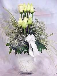 İstanbul Ümraniye online çiçek gönderme sipariş  9 adet vazoda beyaz gül - sevdiklerinize çiçek seçimi