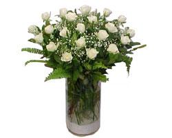 İstanbul Ümraniye yurtiçi ve yurtdışı çiçek siparişi  cam yada mika Vazoda 12 adet beyaz gül - sevenler için ideal seçim